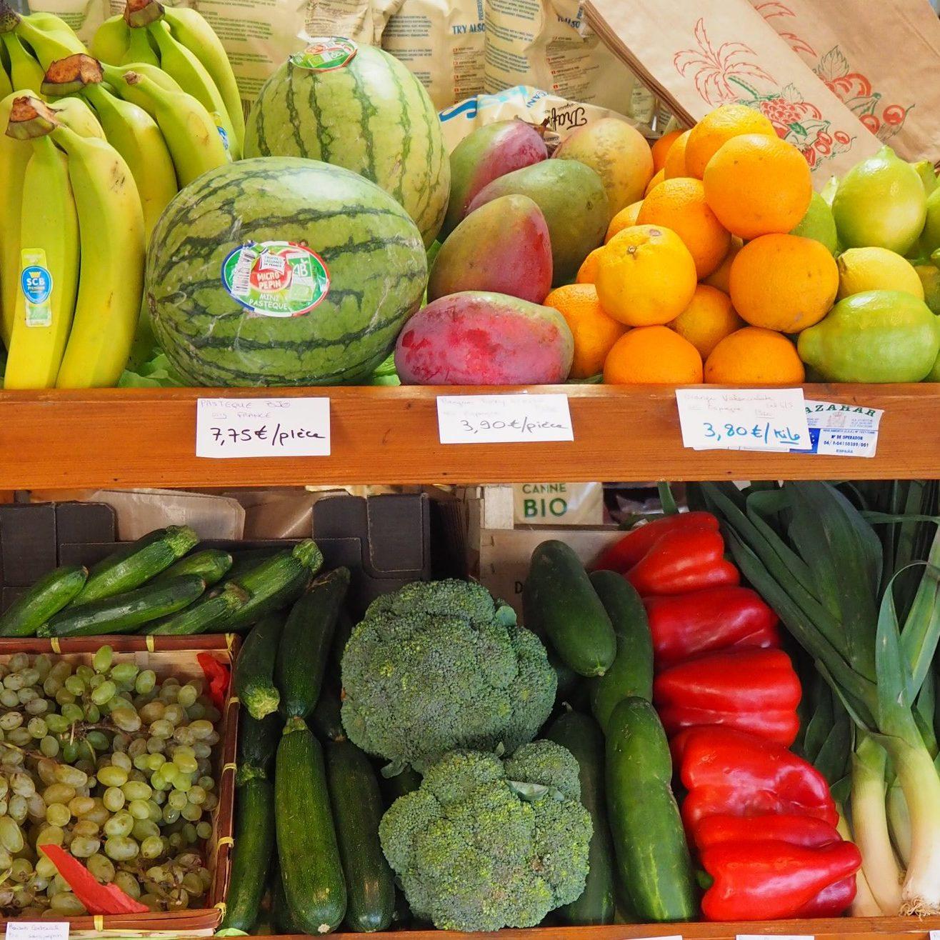 Ensemble de fruits et légumes biologique et de saison